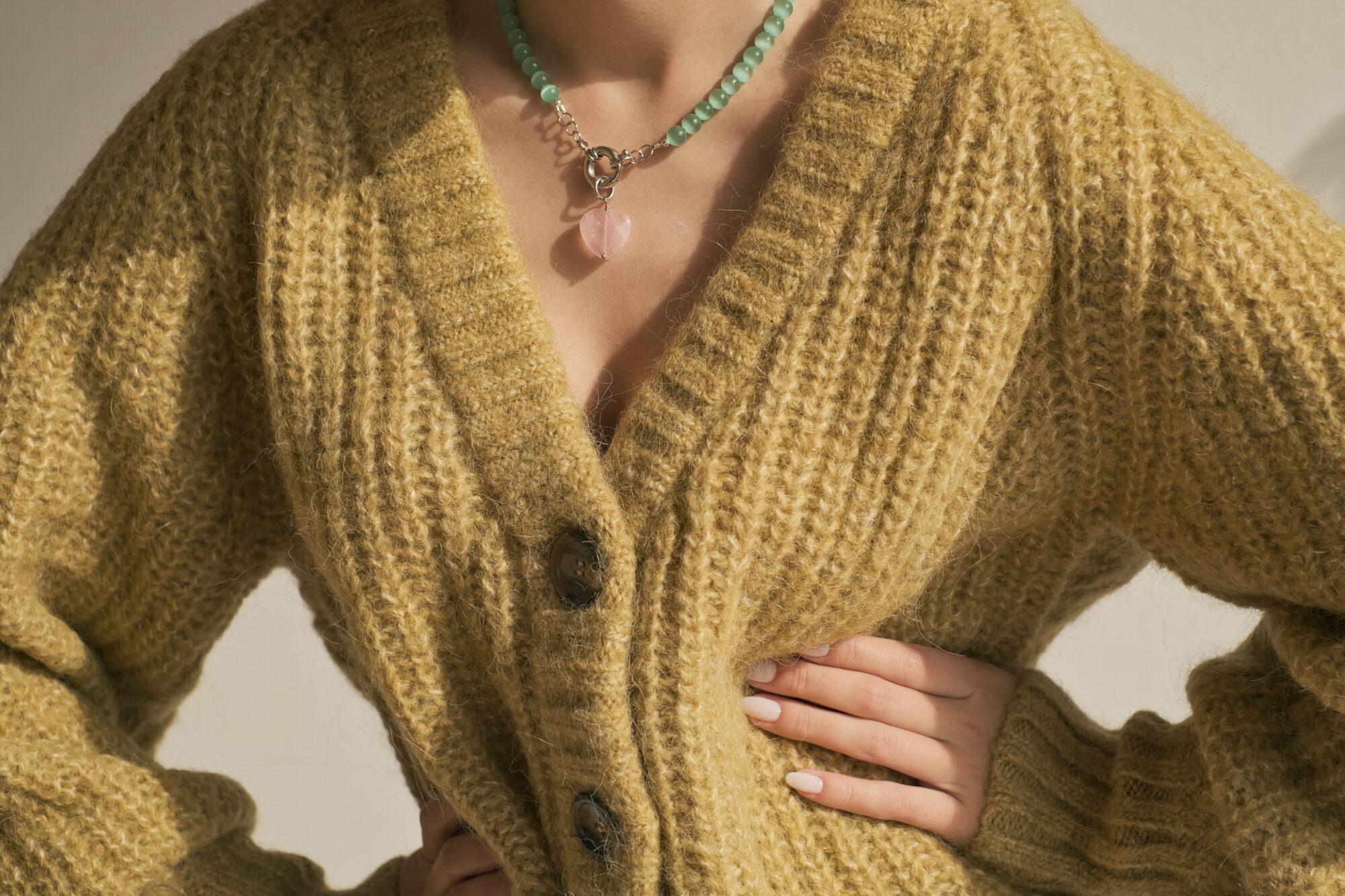 Lange strik cardigans – en stilfuld og praktisk tilføjelse til garderoben